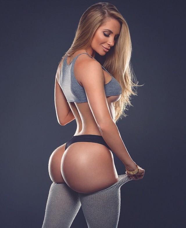 русская девушка с нереально большой попкой