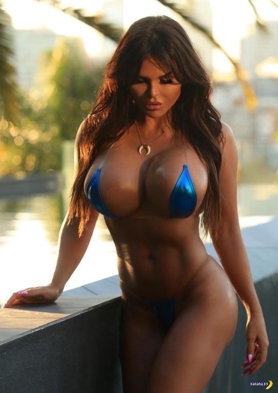 огромная силиконовая грудь и шикарное стройное тело