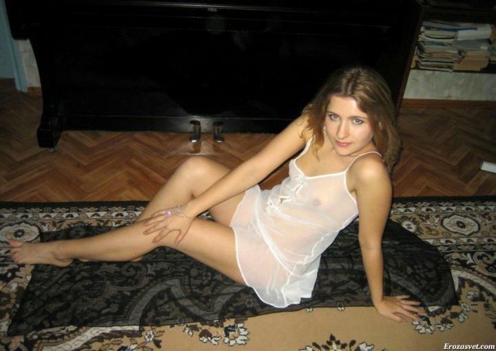сидя попой на ковре (хоть у кого-то ковер лежит на полу, а не прибит к стене)