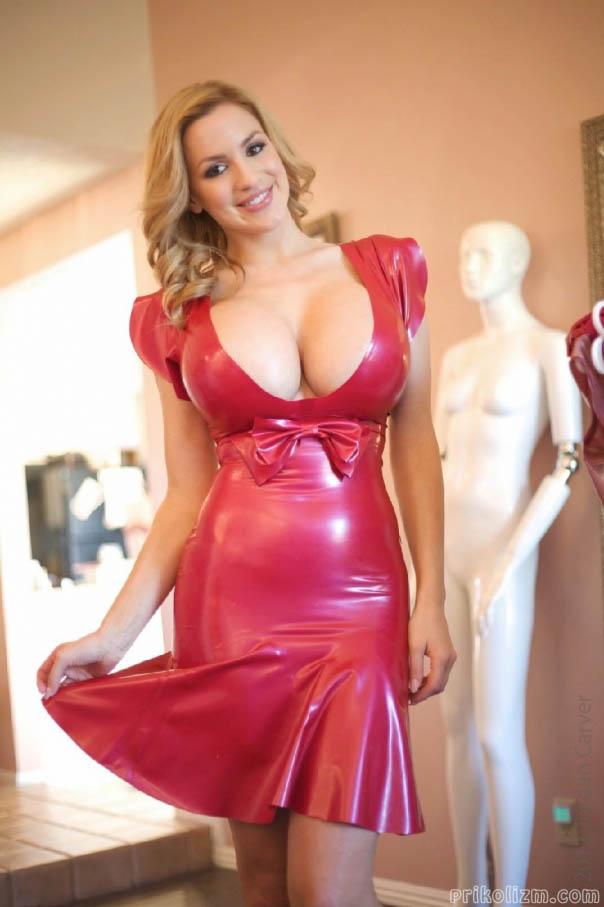 Красивые девушки в облегающей одежде с большими сиськами