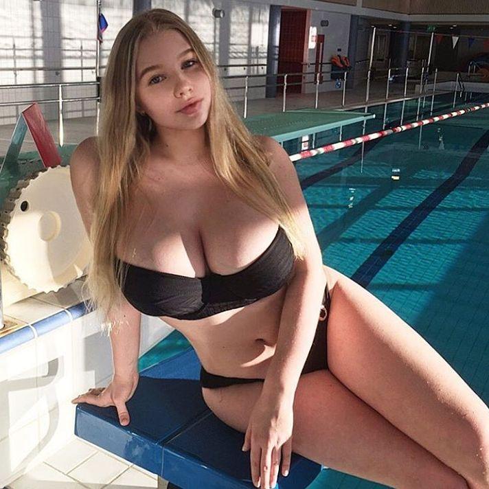 огроменные натуральные груди молоденькой девушки