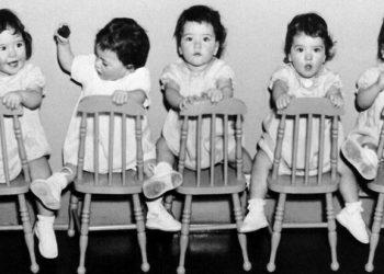 Трагическая судьба самых известных пятерняшек в мире: жизнь за стеклом (15фото+1видео)