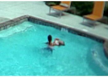 10-летняя девочка спасла свою тонущую в бассейне младшую сестру (3фото+1видео)