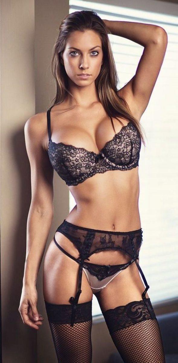 очень красивая и стройная женщина в полный рост