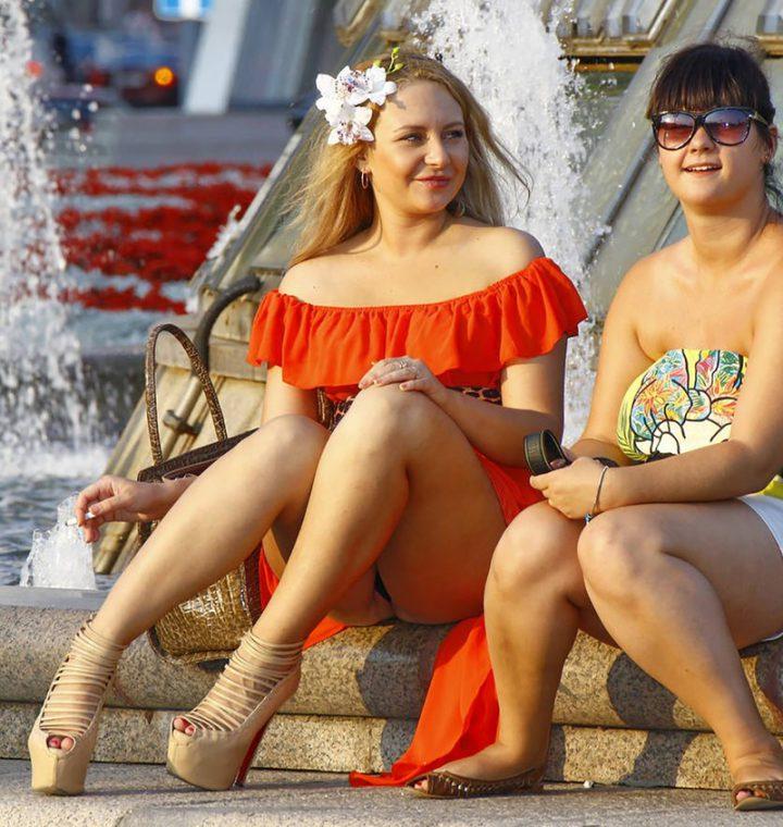 русские девушки жарким летним днем