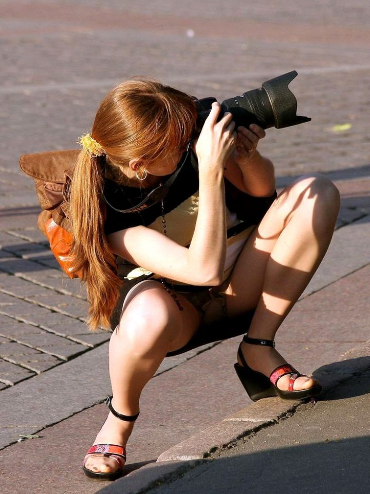 случайные фото приколы девушек без трусиков - 14
