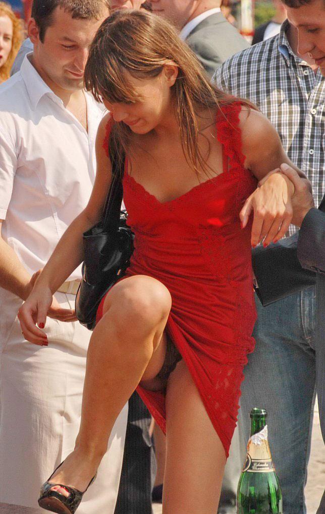 случайное частное фото женщины в красном платье