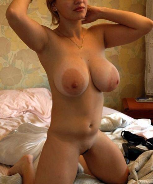 груди дамочки с огромными ореолами
