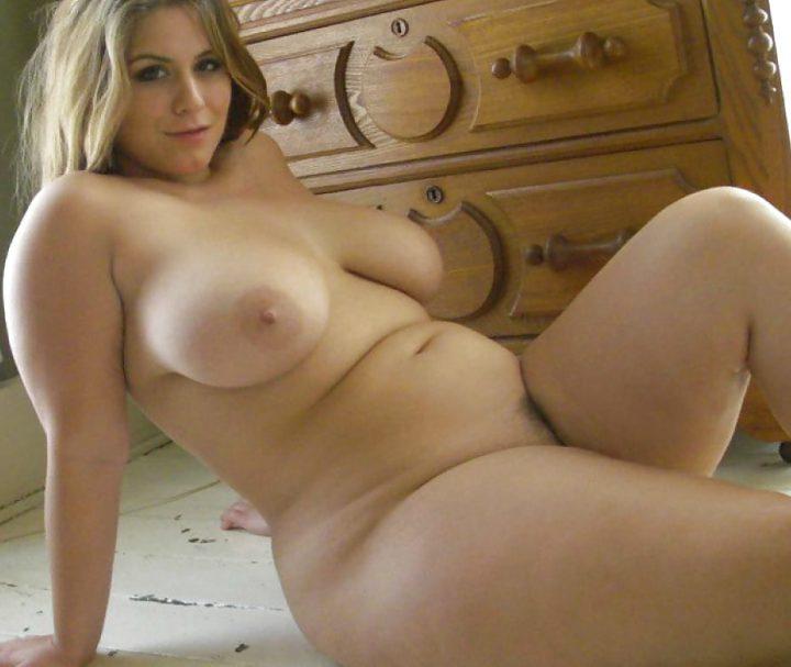 горячая дамочка с пышными формами