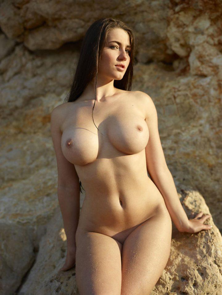 polnogrudie-golie-krasavitsa-anissa-keyt-v-lesbi-porno
