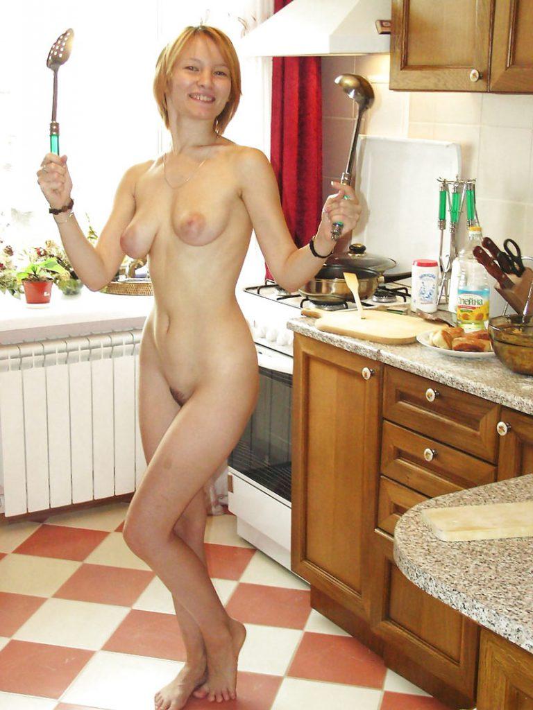 домохозяйки голые подглядывание дверь ванную распахнулась