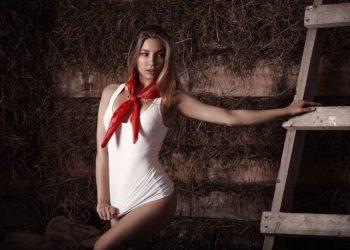 Горячие фото 19-летней пионервожатой из Казани (20 фото)