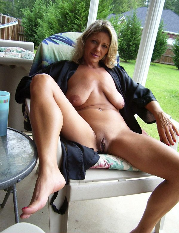 Mature sexy nude women with tits