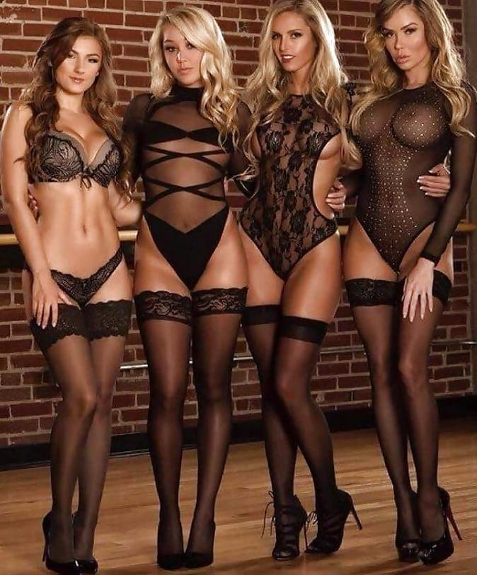 четыре грудастые девушки с великолепной фигурой