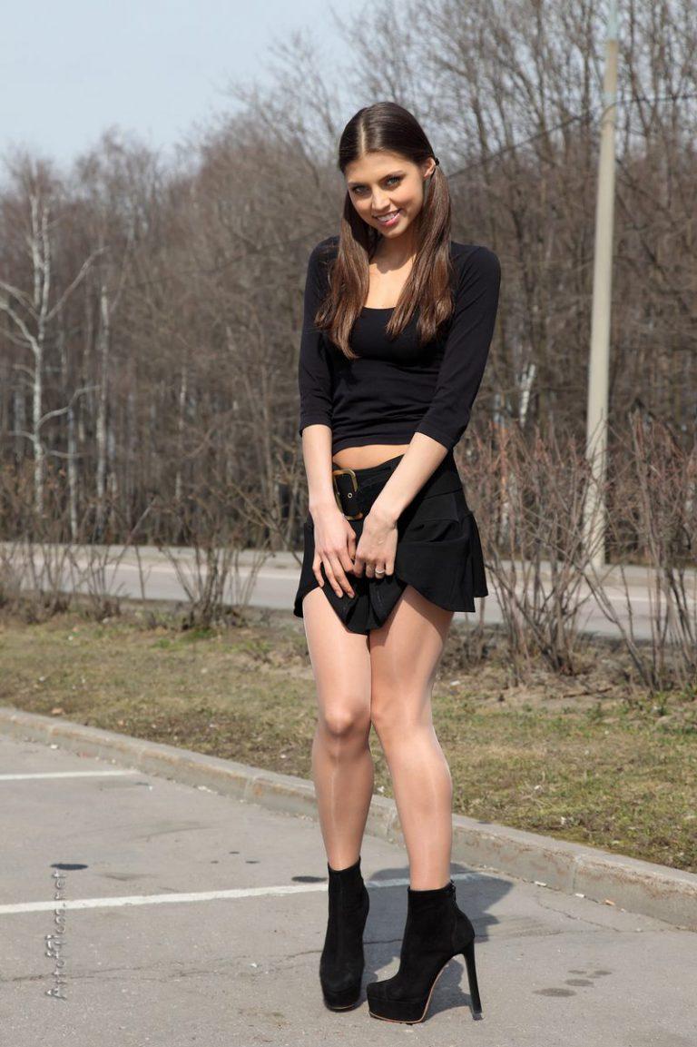 Девушки в мини - фото красоток в коротких обтягивающих юбках и платьях