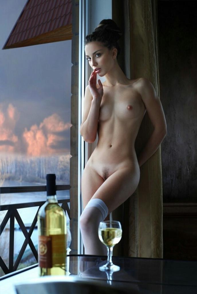 одинокий вечер за бокалом хорошего вина