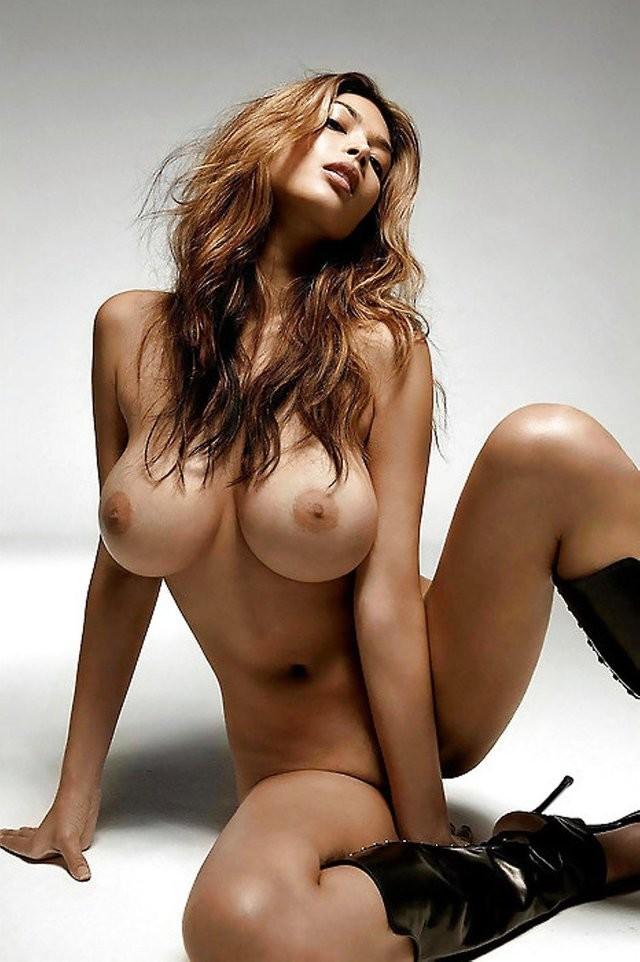 шикарные груди и ноги