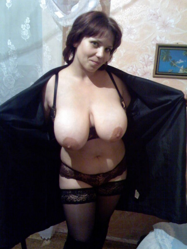 распахнула халат и показала всю себя