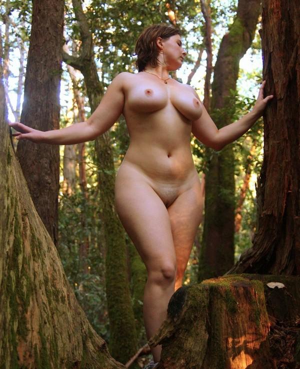 эротическое фото на фоне природы