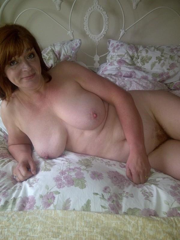 частное фото дома на кровати