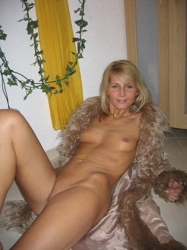 милфа на полу после секса