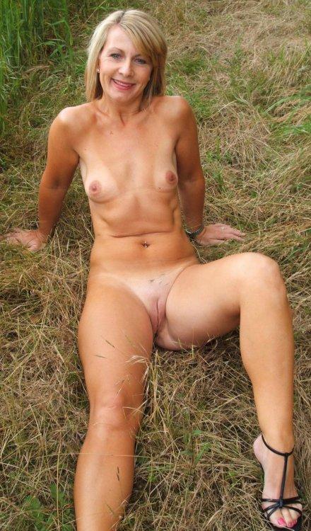 баба на траве