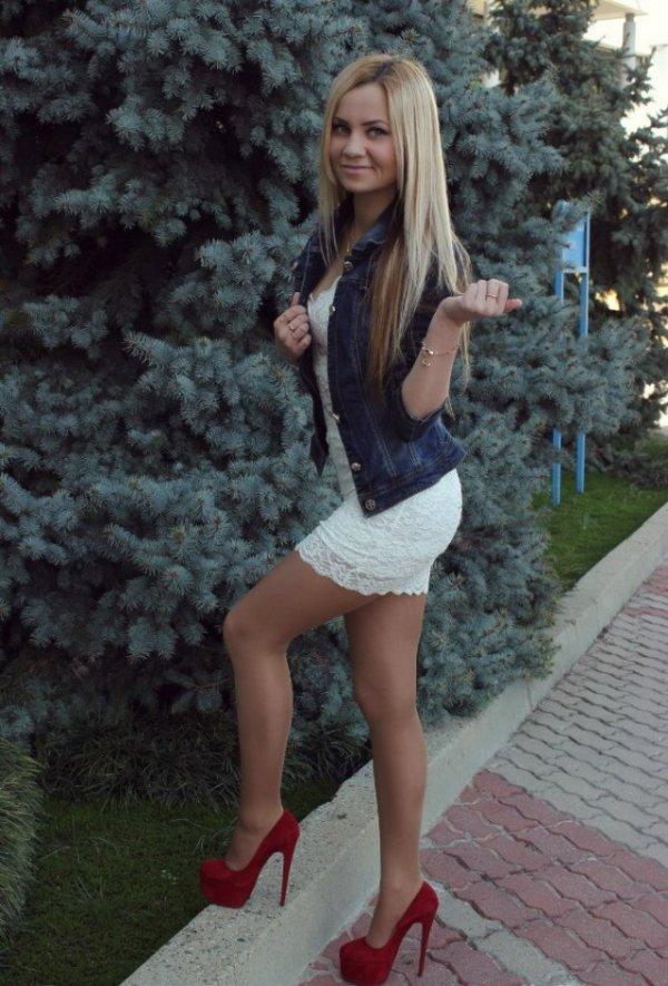 блондинка на лабутенах