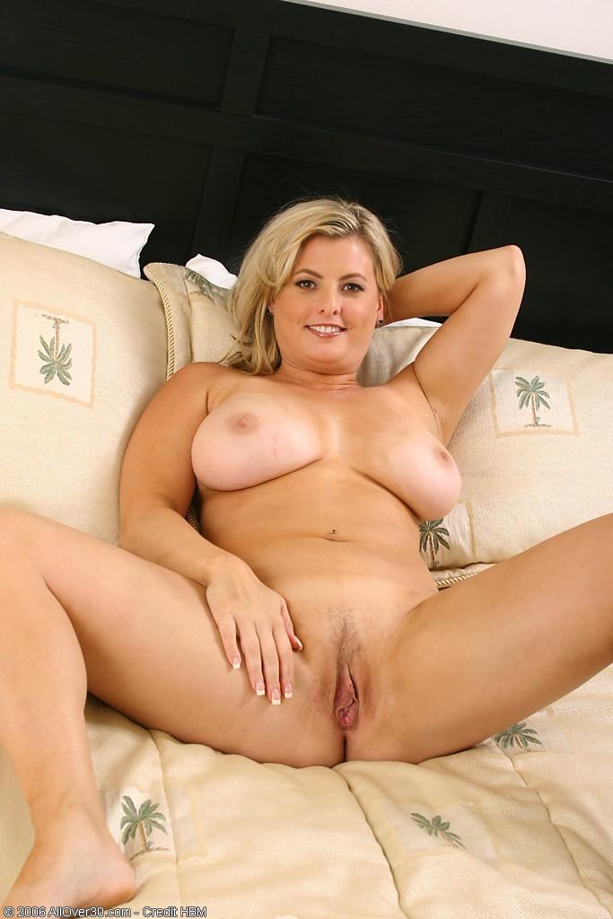 толстая блонда в возрасте ждем мужа в кровати