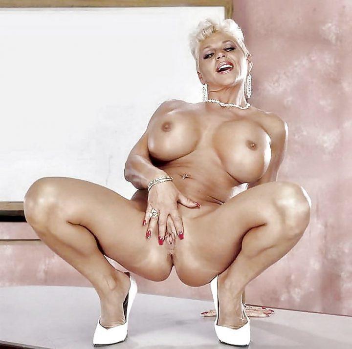 идеальное тело и огромная грудь