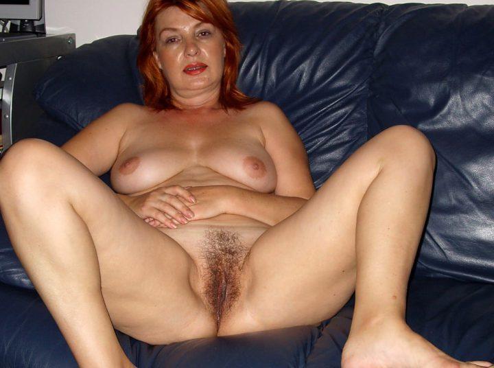 дама в возрасте с рыжими волосами