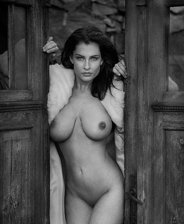 черно-бело эрофото красотки 21-го года