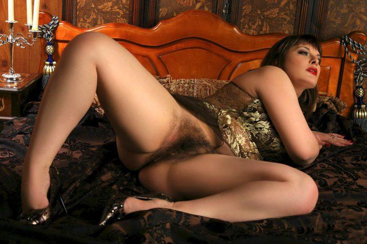 гламурная дамочка с очень волосатой грязной писькой