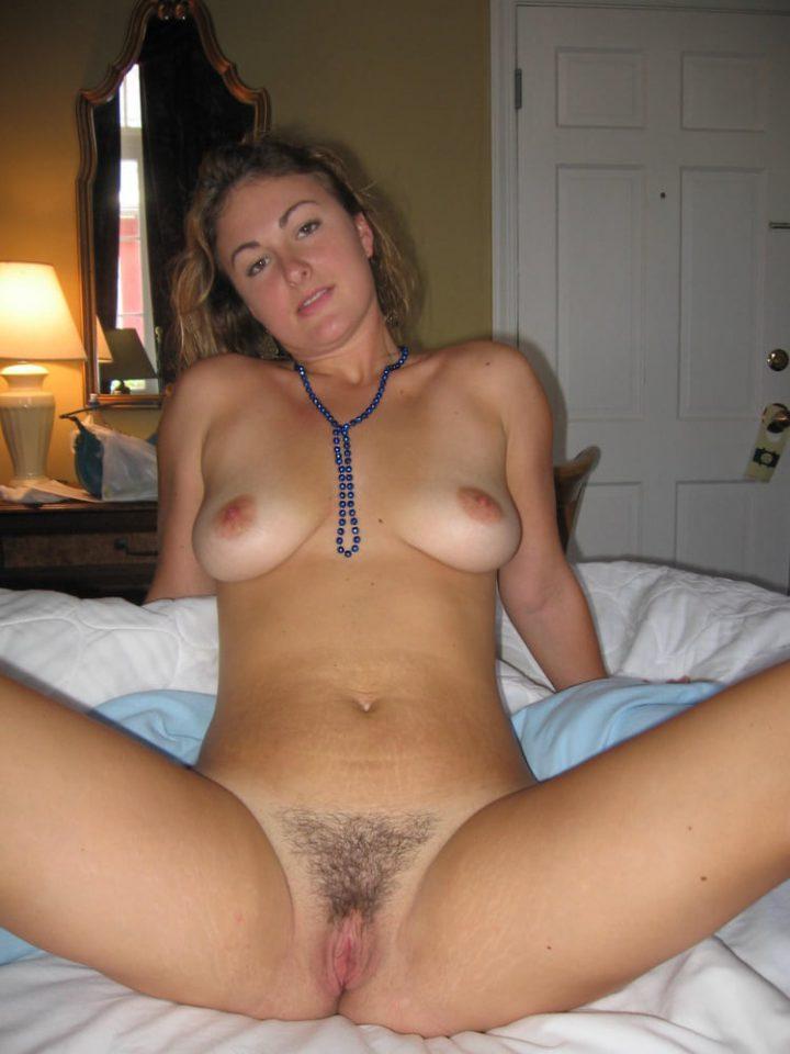 сделала фото в постели перед мастурбацией