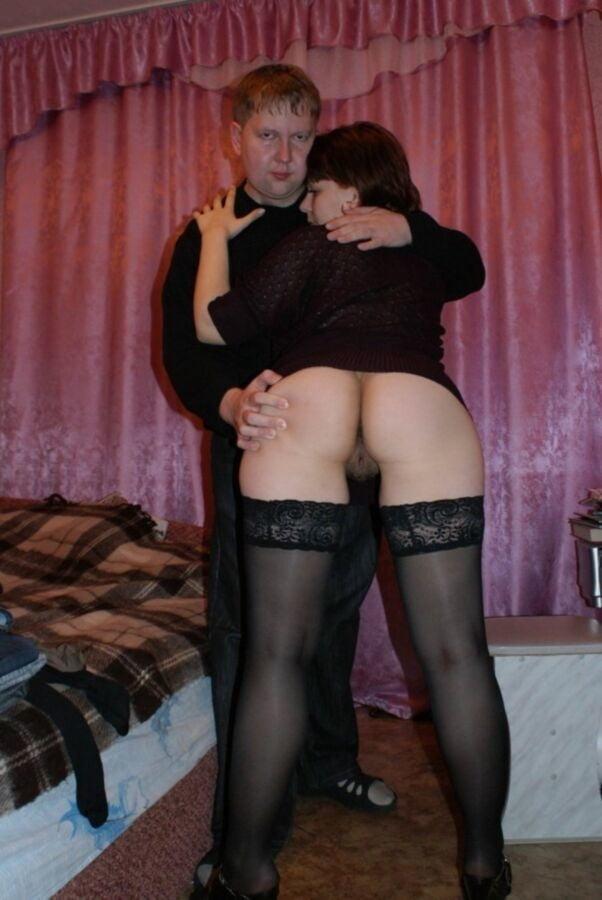 муж показывает толстую жопу своей жены