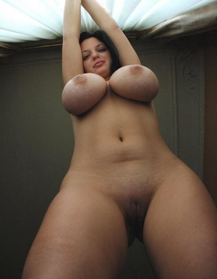 красивые груди и бритая киска