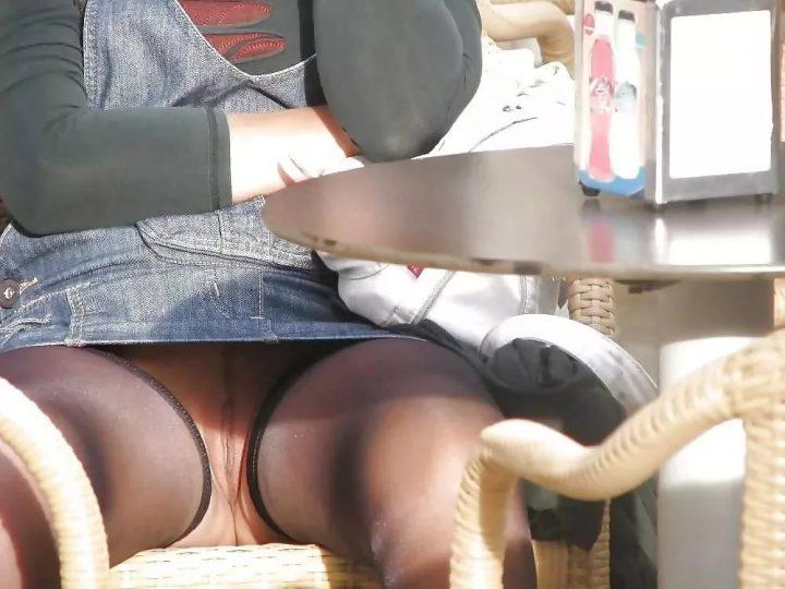 засвет в кафе за столиком