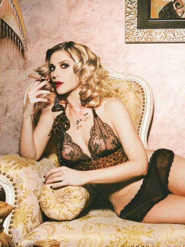Анна Невская прекрасная актриса не постеснялась показать красивую грудь