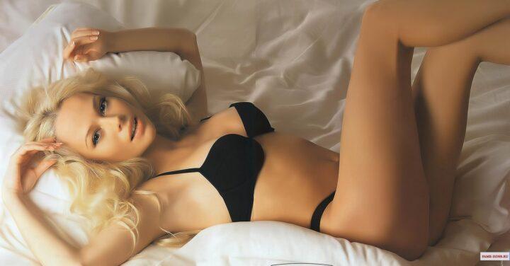 Елена Корикова обворожительная и красивая актриса эротично смотрится в нижнем белье