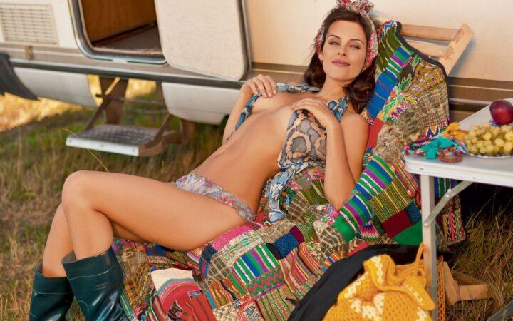 Актриса Мария Семкина получает удовольствие позируя голой на камеру