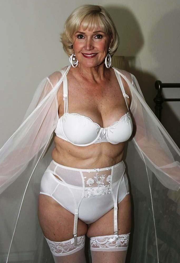 Красивая и зрелая женщина с прекрасным телом