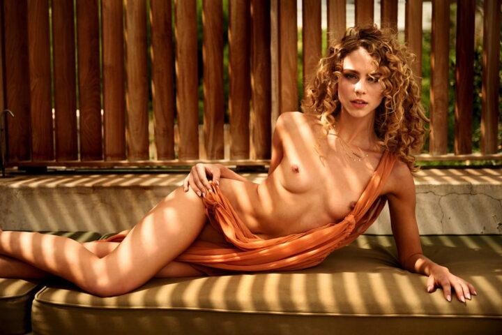 Симона Хольцнагель модель из Австралии снимается в реалити шоу а также для журнала Плейбой