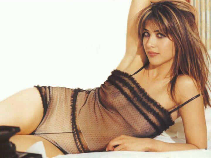 Софи Марсо французская актриса выглядит соблазнительно в прозрачной маечке где просвечиваются соски