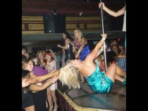 Девки тянут за волосы пьяную блондинку с шеста