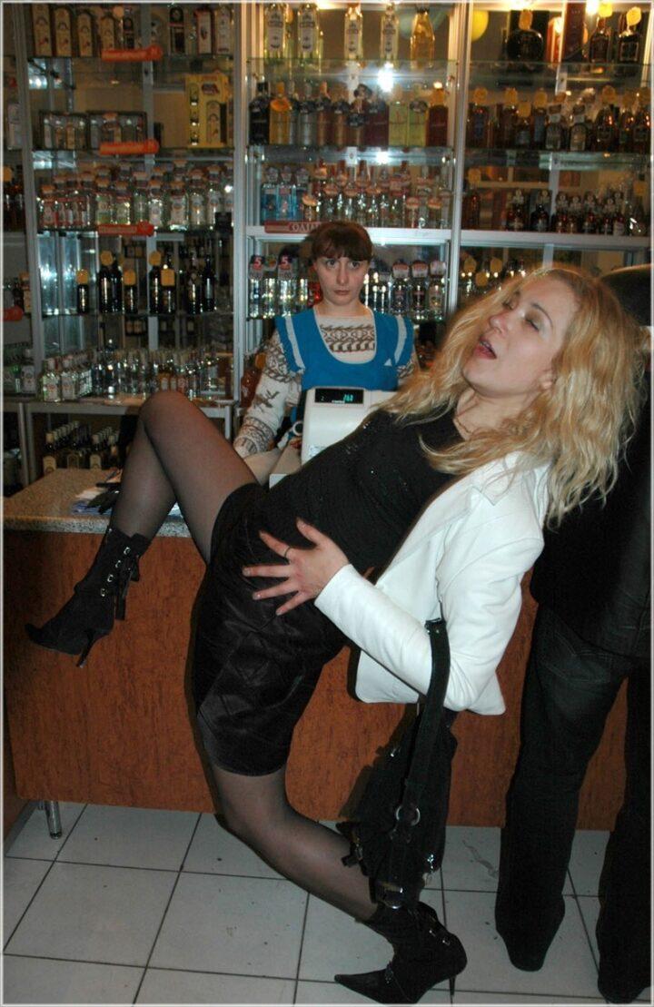 Если женщина уже выпила прилично, ей хочется неприлично танцевать, даже в магазине