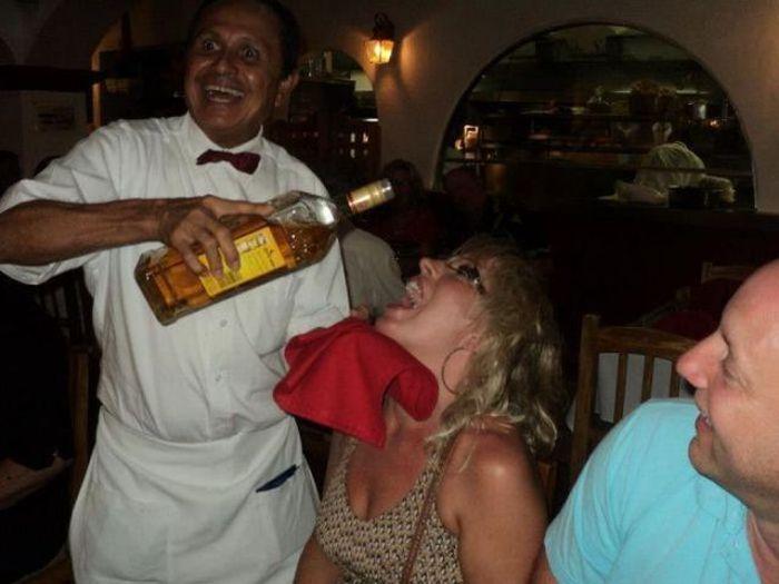 Чья то пьяная жена уже пьет не с бокала а с бутылки