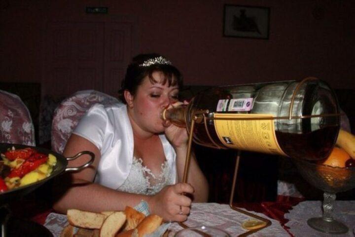 Пьяная жена с большими буферами сильно напилась на свадьбе