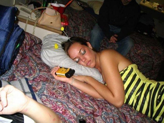Пьяная жена в образе пчелки не дождалась своего трутня