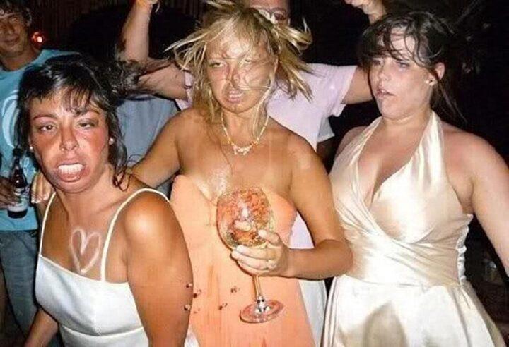 Девки пьяные в гавнище развлекаются