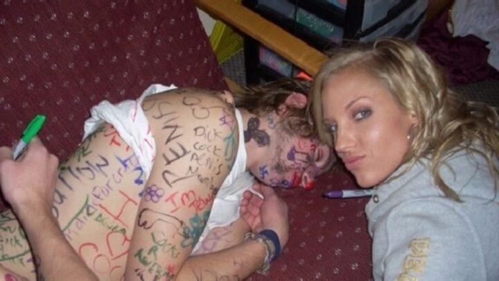 Подруги разрисовали маркером очень пьяную девушку