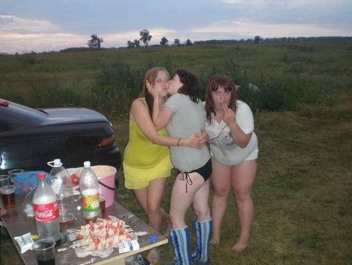 Пьяные полные подруги решили целоваться